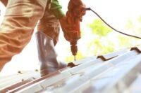 Reparando techo de casa